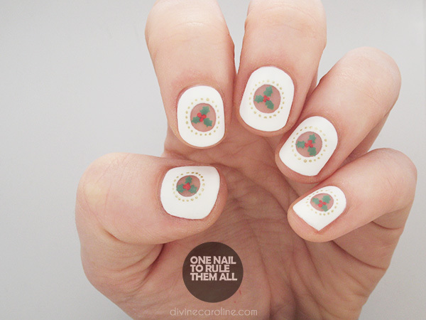 Show your holiday spirit with these christmas holly nails more negative space holly christmas nails prinsesfo Gallery
