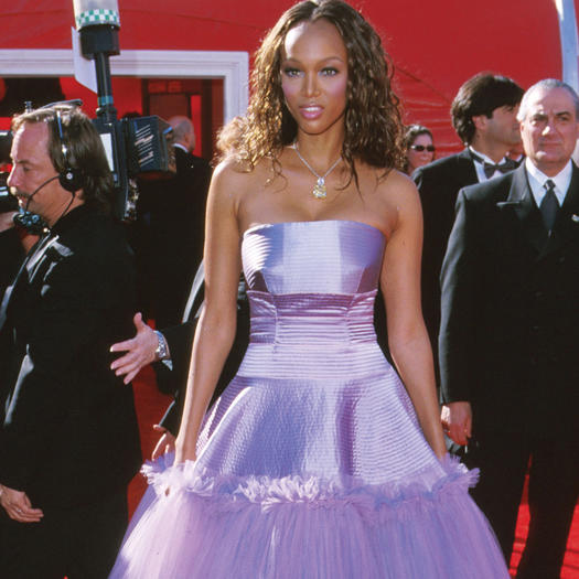 28 Red Carpet Looks That Never Should Have Happened