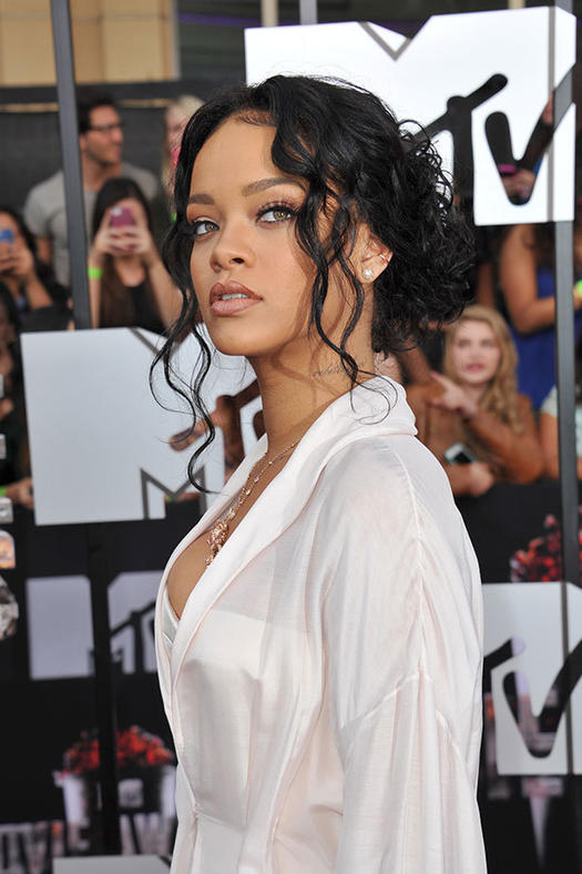 The best head turning rihanna hairstyles more messy low bun pmusecretfo Images