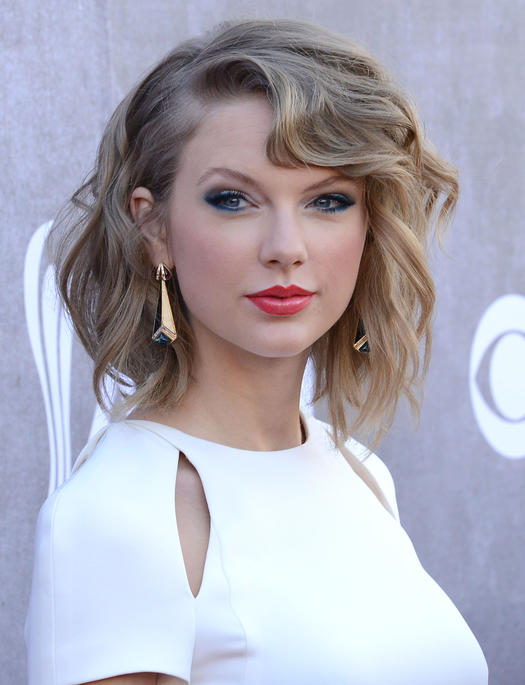 Sexy Hairstyles date night makeup idea sultry smoky eyes Taylor Swifts Angled Bob