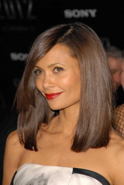 10 Celeb Inspired Medium Haircuts That Work For Straight