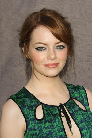 Get the Look: Emma Stone's Colorful Smoky Shadow