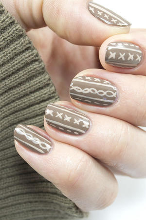 A Sweater-Inspired Nail Art Design Anyone Can Do
