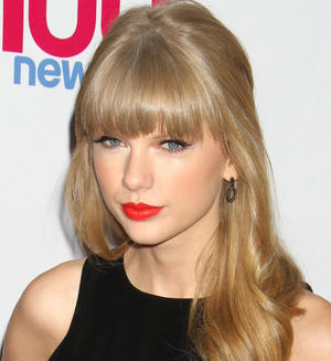 Get the Look: Taylor Swift's Perfectly Precise Lips