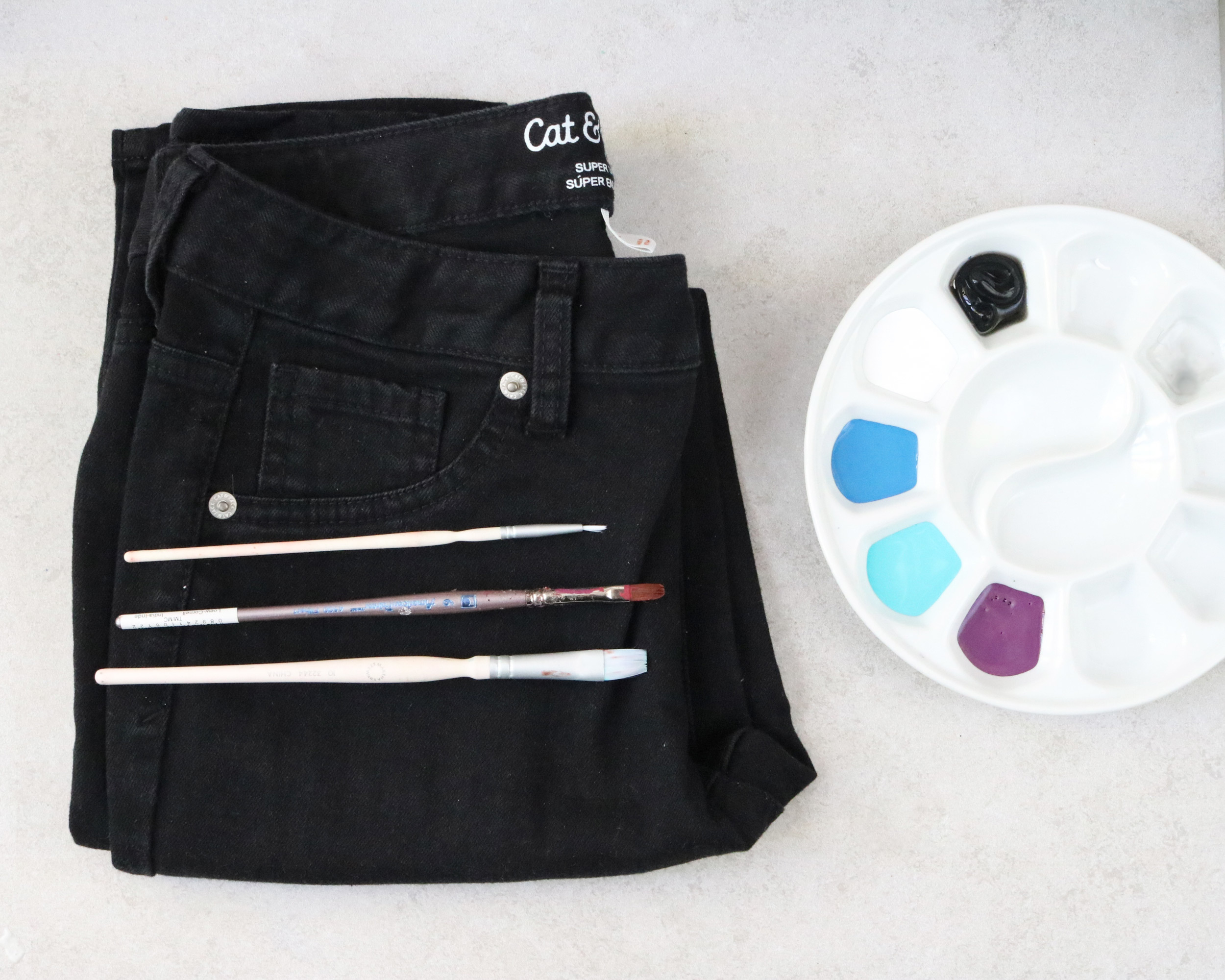 Materials for painting flowers on old jeans