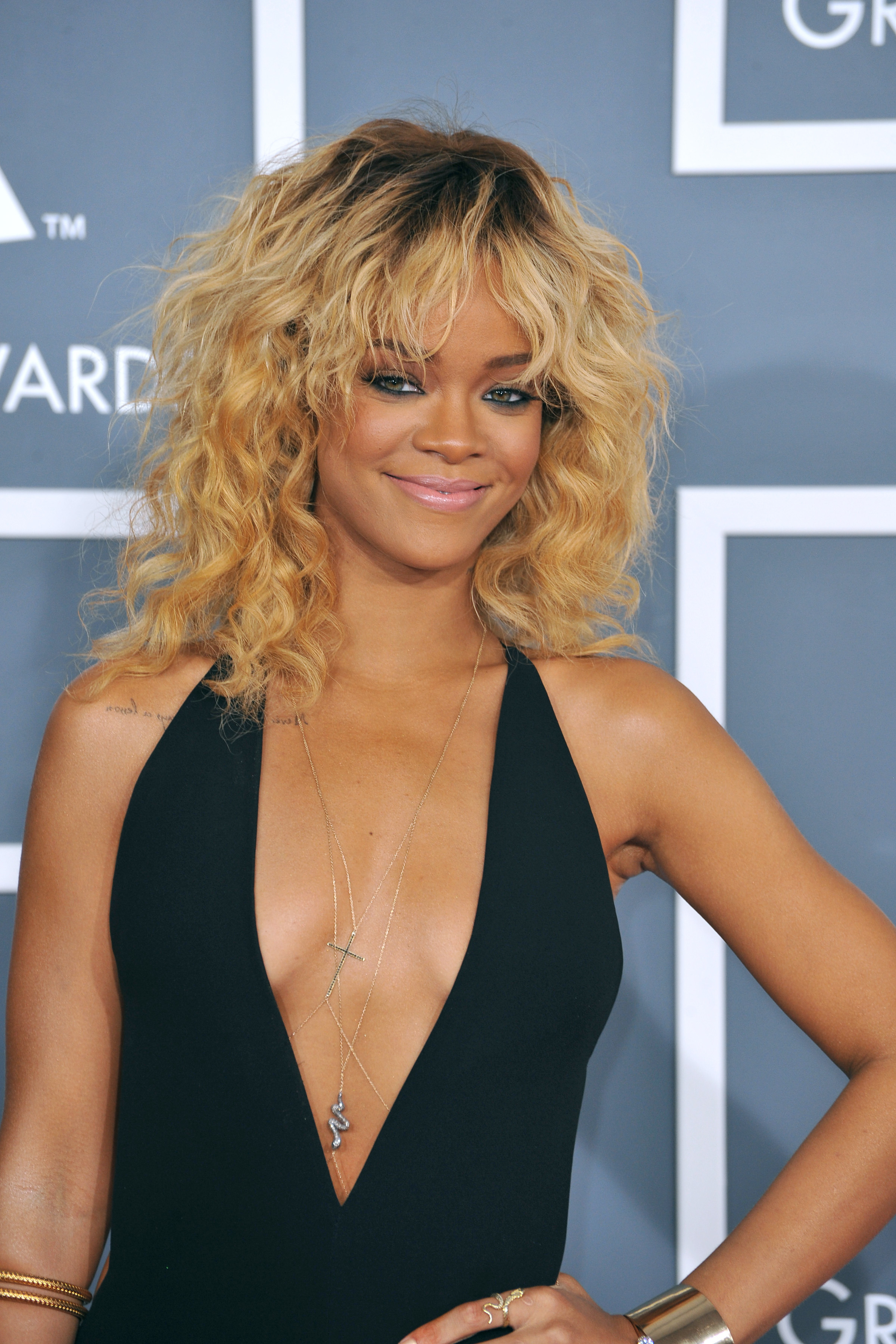 haircut styles for long wavy hair hair evolution rihanna the hair chameleon more 3464 | riri blonde curls