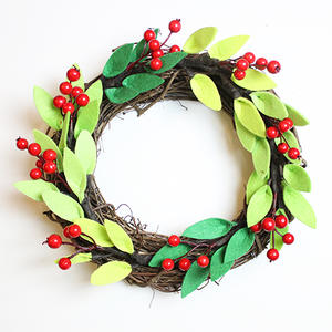 A Chic Christmas Wreath You Can Make on a Budget