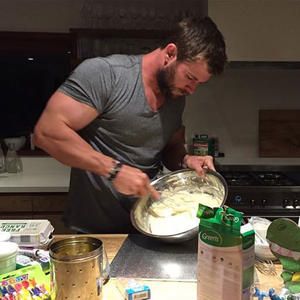 Awww! Chris Hemsworth Baked His Daughter a Birthday Cake