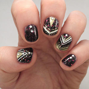 An Oh-So-Glamorous Nail Design to Celebrate The New Year