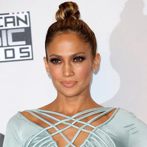 How To Glow Like Jennifer Lopez: 6 Dewy Skin Must-Haves