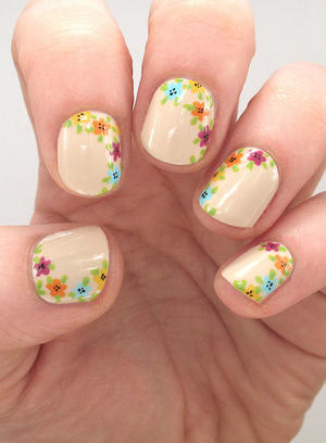 Easy Floral Nail Art to Try This Summer