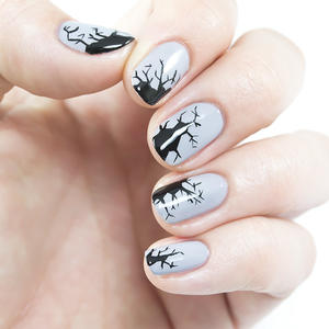 Creepy Cracking Halloween Nails