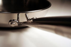 Six Alternatives to Traditional Non-stick Cookware