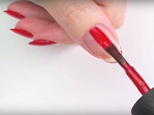 The Perfect Hack to Paint the Nails on Your OTHER Hand Without Making a Mess