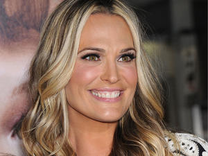 Molly Sims Gets Dealt A Winning Hand