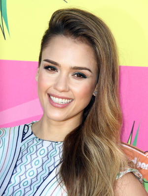 Get the Look: Jessica Alba's Springtime Shimmer