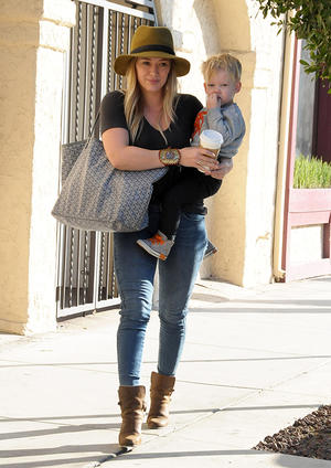 Get the Look: Hilary Duff Jeans & Fedora Look