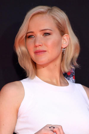 Jennifer Lawrence Is Single, Says Boys Are 'Mean'