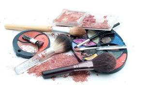 Junk in the Trunk: Earth-Friendly Ways to Toss Makeup