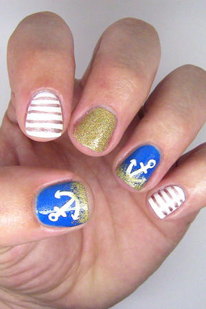 Summer Nails: Anchor-in-the-Sand Nail Design