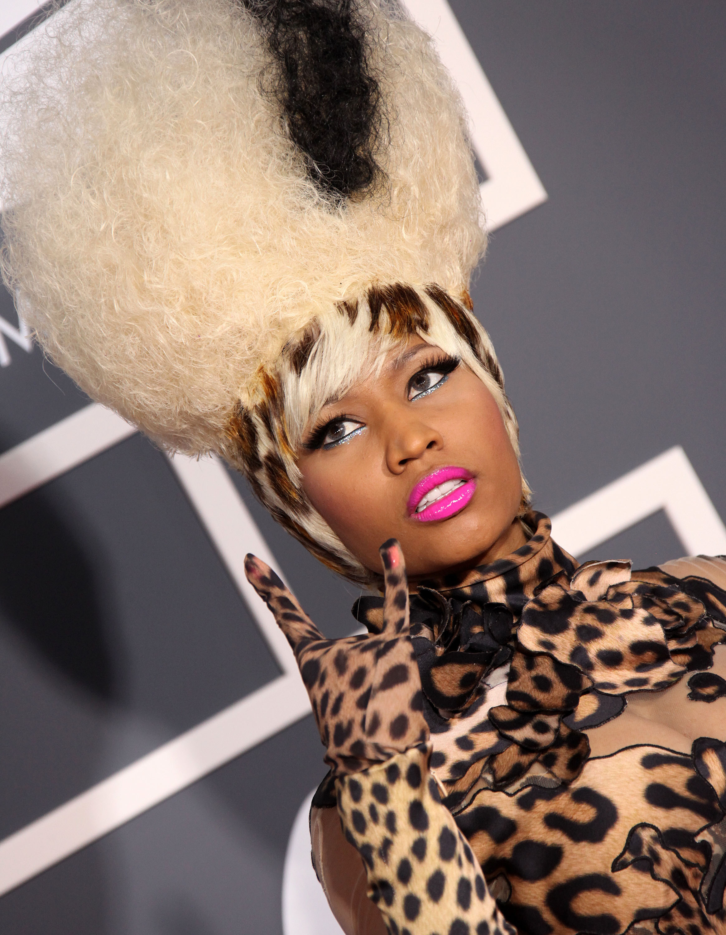 Nicki Minajs Hair Evolution From Crazy And Colorful To Classy
