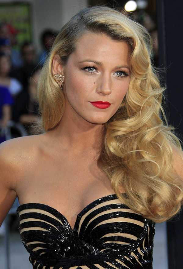 Old Hollywood Glamour Old-Hollywood Curls: A Glamorous Hairstyle for the Holidays